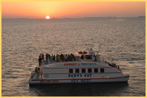 Sunset Dinner Cruise i Key West with Sunset Watersports
